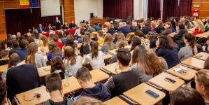 """Discursul preşedintelui Academiei Române i-a  magnetizat  pe cei prezenți în amfiteatrul """"Augustin Buzura"""" al CN """"Gheorghe Şincai"""""""