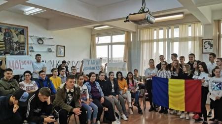 """Ziua Națională a fost marcată de elevii de la Colegiul """"Aurel Vlaicu"""" prin două ateliere tematice"""