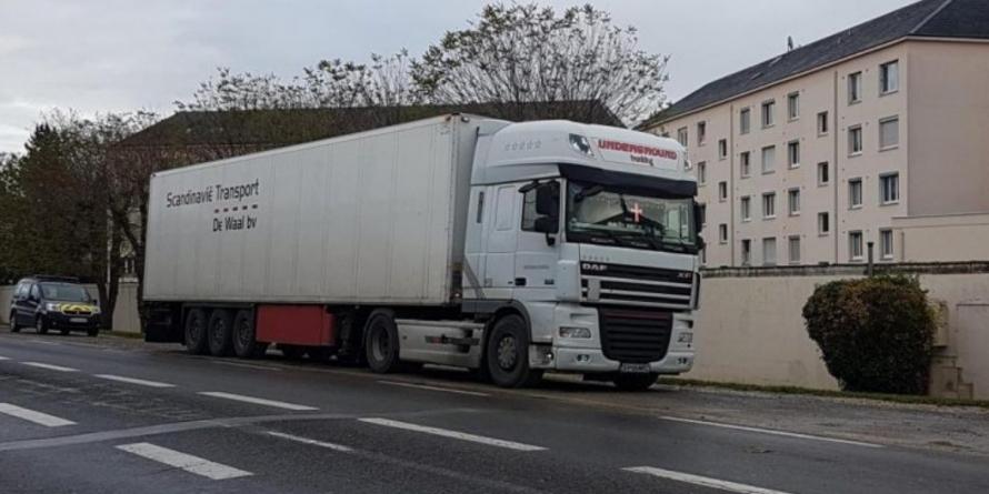 11 migranți salvați de un șofer român de TIR