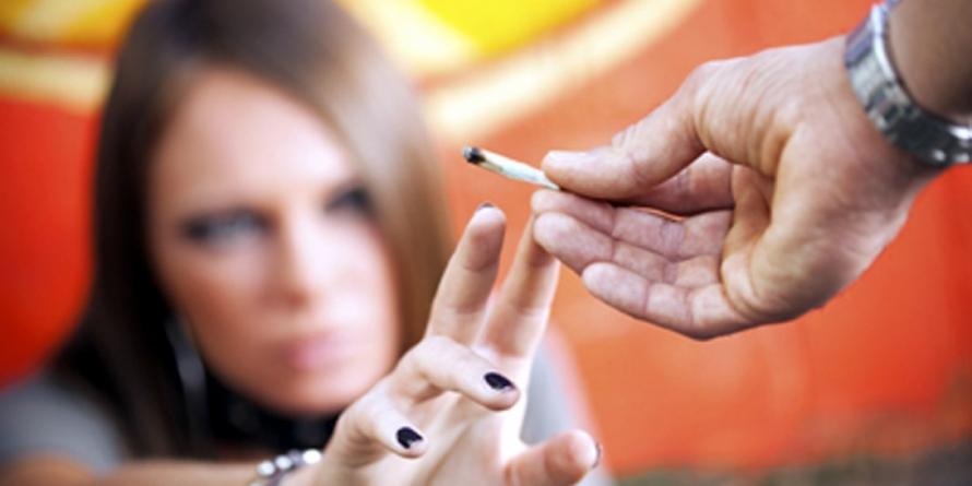ALARMANT. 3% dintre liceenii maramureșeni au consumat marijuana sau canabis în ultima lună