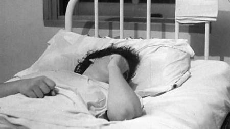 Violată în clinică de un infirmier căsătorit