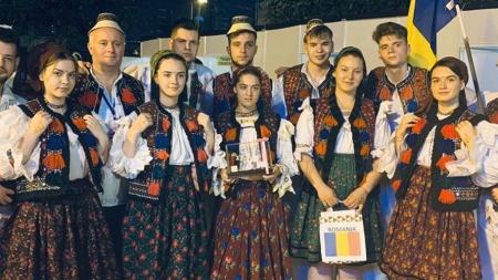 """Ansamblul """"Comorile Izei"""" a reprezentat România la un festival din India (GALERIE FOTO)"""