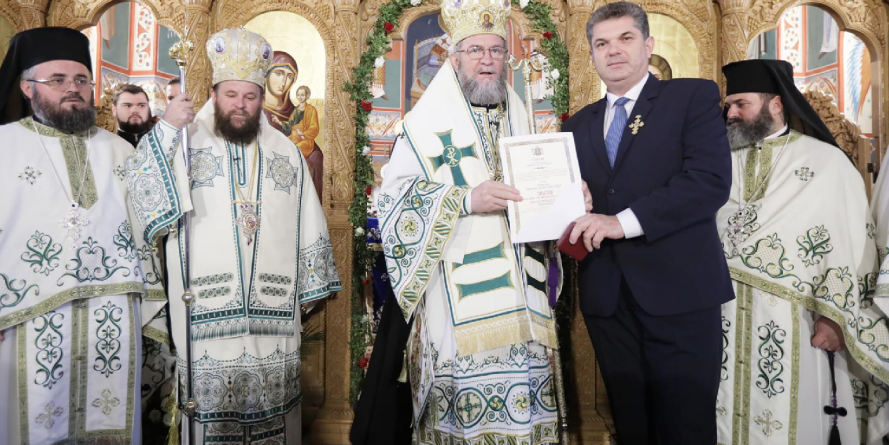 Vlad Severus Paşca, medicul care l-a îngrijit pe ÎPS Iustinian, a primit o  distincţie de primă importanţă a Episcopiei (GALERIE FOTO)