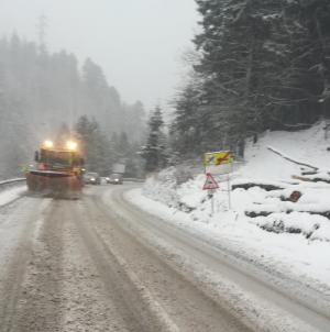 Ninge slab pe Dealul Huta Certeze, pe  5 km de drum depunându-se un cm de zăpadă frământată
