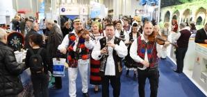 """La Târgul de Turism al României, Maramureșul a """"târguit"""" multă simpatie (GALERIE FOTO)"""