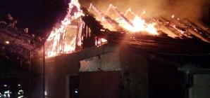 O femeie a murit carbonizată într-un incendiu din Petrova