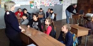 Lecții de protecție civilă predate elevilor de către pompieri