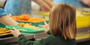 368 de elevi din trei școli maramureșene vor primi zilnic o masă caldă