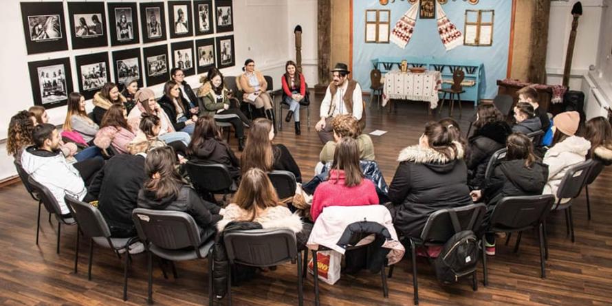 """Povești la muzeu pentru elevii de la Colegiul """"Mihai Eminescu"""" Baia Mare"""
