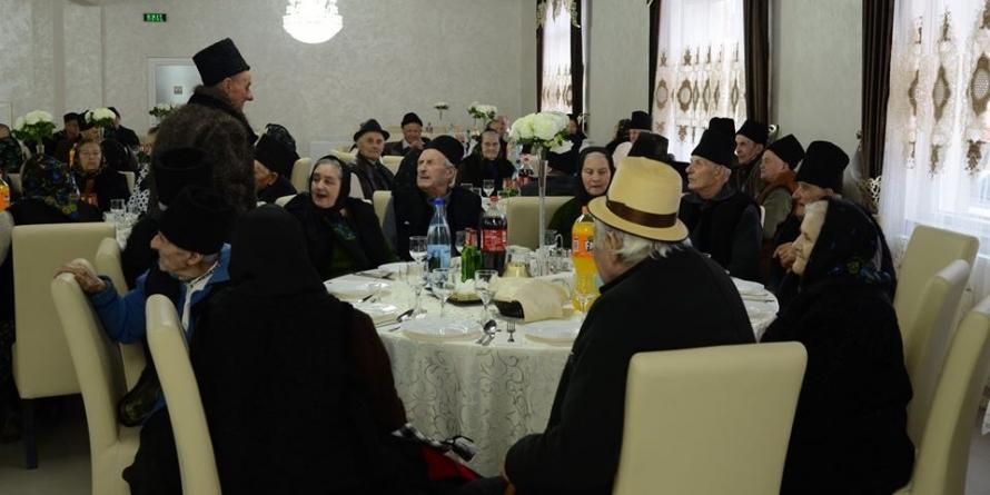 """75 de cupluri la """"Nunta de Aur"""" în Giulești (GALERIE FOTO)"""