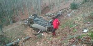 Intervenție a salvamontiștilor după ce o mașină a căzut într-o râpă pe Transfăgărășan