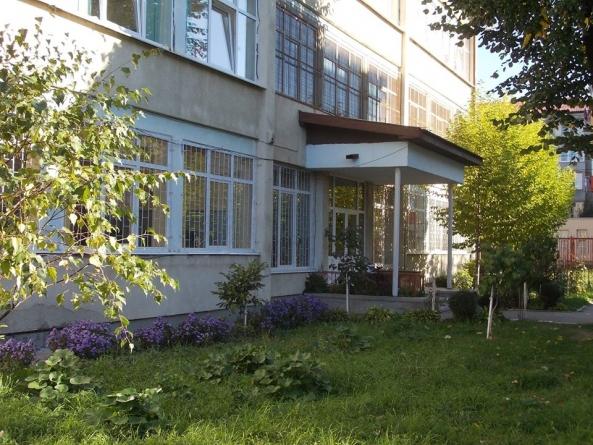 """Cursuri suspendate la o clasă de la Școala """"I.L. Caragiale""""  din Baia Mare"""