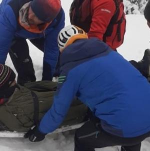 Femeie cu fractură la genunchi, preluată de la Cascada Cailor de salvamontiști (VIDEO)