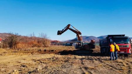 """Se fac creșă și teren de sport lângă Liceul """"Traian Vuia"""" din Tăuții Măgherăuș (GALERIE FOTO)"""