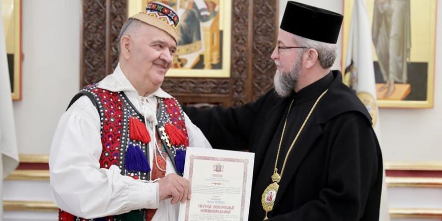 """Ștefan Petreuș a primit în dar de ziua sa """"Crucea Voievodală Maramureșeană"""" (GALERIE FOTO)"""