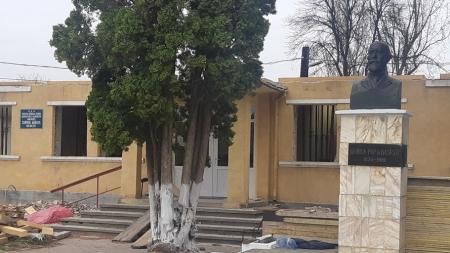 Tot în regim de avarie: Primăria Băsești așteaptă cu nerăbdare banii pentru a reface primăria arsă