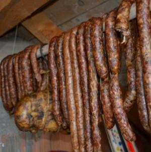 Au furat carne în valoare de 3.500 de lei dintr-o anexă gospodărească