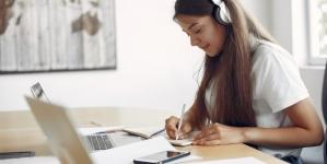 Învățământ online: Peste 3.000 de elevi maramureșeni din mediul rural pot lua parte la cursuri pe Internet