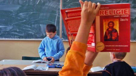 """Elevii vor putea urmări """"Ora de Religie"""" la Trinitas TV"""