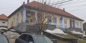 Incident la Șurdești: Trei familii plasate în izolare la domiciliu după ce un locuitor a intrat în contact cu persoane transportate către centrele de carantină