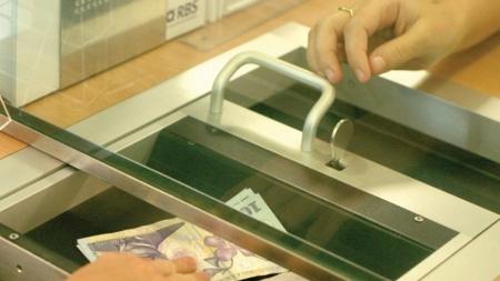 """Ministrul Finanțelor: """"Românii își vor putea amâna ratele la bănci pentru 9 luni. Măsura se aplică atât persoanelor fizice cât și celor juridice"""" (VIDEO)"""