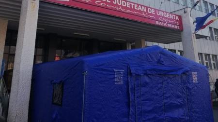 Accesul pacienților în Spitalul Județean se face doar prin corturile de triaj