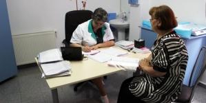 Solidaritate umană și socială: Toți medicii de familie din Maramureș vor beneficia de combinezoane și măști de protecție în mod gratuit