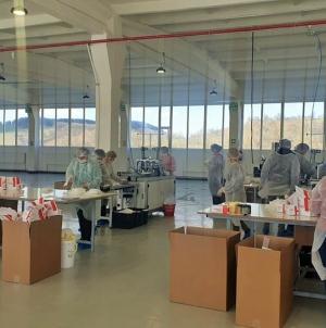 Lupta cu COVID-19: Primele măști de protecție produse de Grupul Taparo Târgu Lăpuș au fost livrate la mai multe spitale din țară (GALERIE FOTO)